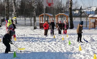 Rieda sniego kamuolys Vilkaviškio vaikų lopšelyje darželyje ,,Buratinas